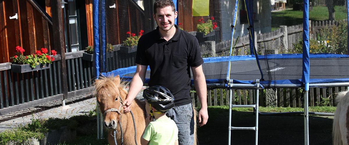 bauer_pony